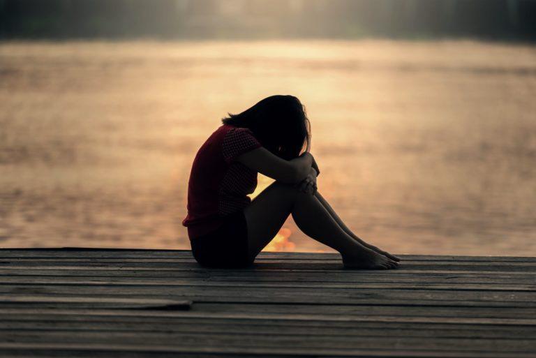 como lidar com uma pessoa com distimia