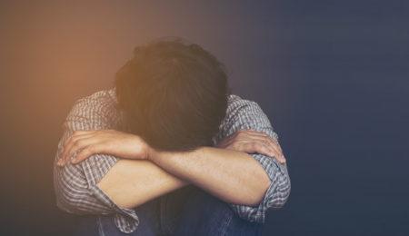homem triste, com depressão