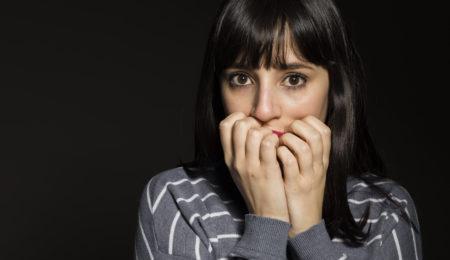 mulher com fobia social