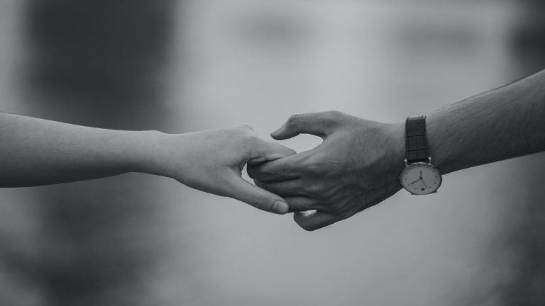 mãos dadas relacionamento abusivo