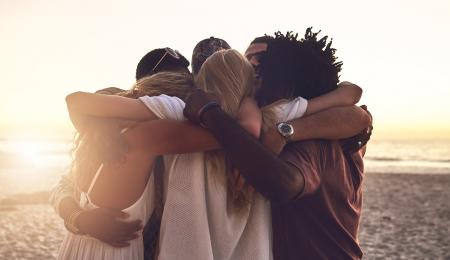 pessoas felizes com ocitocina